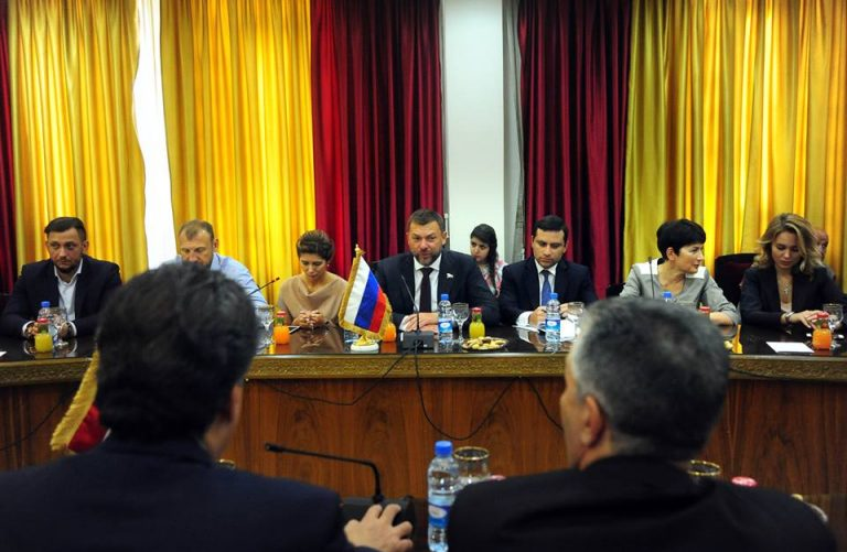Photo of مساعدات برلمانية روسية لمرضى السرطان بسوريا