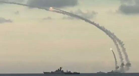 "Photo of غواصتان روسيتان تقصف ""داعش"" في سوريا بصواريخ ""كاليبر"""
