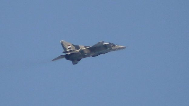 Photo of الطيران الحربي يقصف داعش بدير الزور