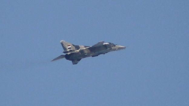 Photo of الجيش يقصف 18 هدفاً لداعش بالحجر الأسود