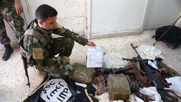 "Photo of بالفيديو – ضبط ترسانة ضخمة لـ ""داعش"" في الميادين"