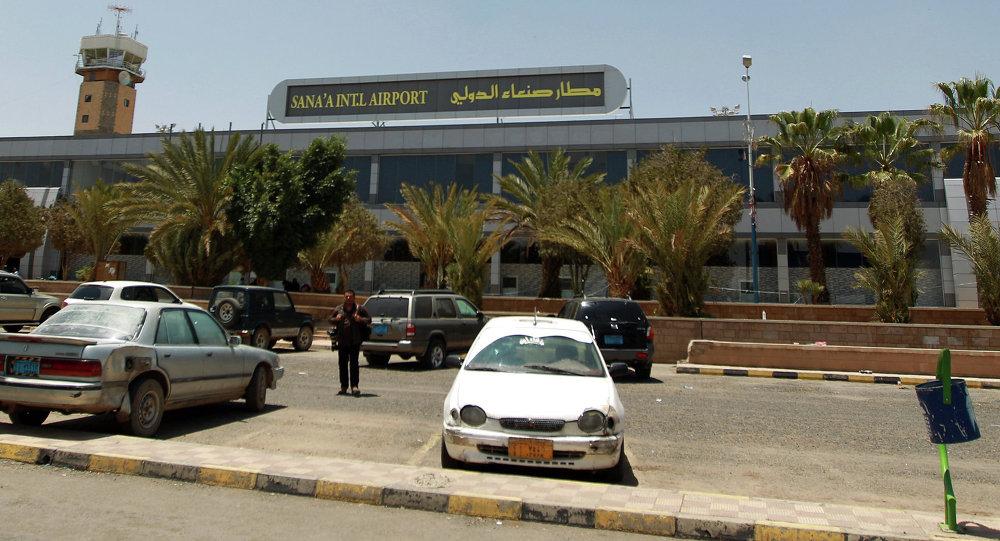 Photo of هبوط أول طائرة في صنعاء على متنها عمال إغاثة