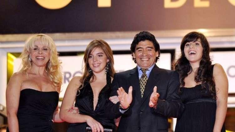 Photo of مارادونا يرفع دعوة على عائلته ويطالب بسجن ابنته