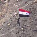 """علم سوريا يزين """"تل بردعيا"""" بجبل الشيخ"""