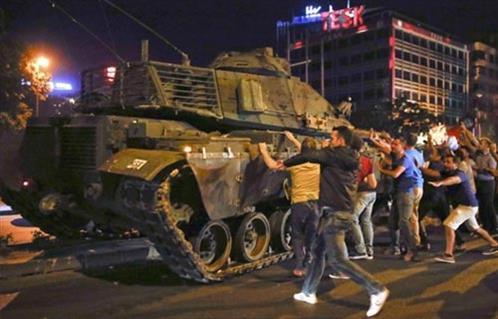 Photo of تركيا تصدر أوامر لاعتقال 79 مدرسًا سابقًا في حملة ما بعد الانقلاب