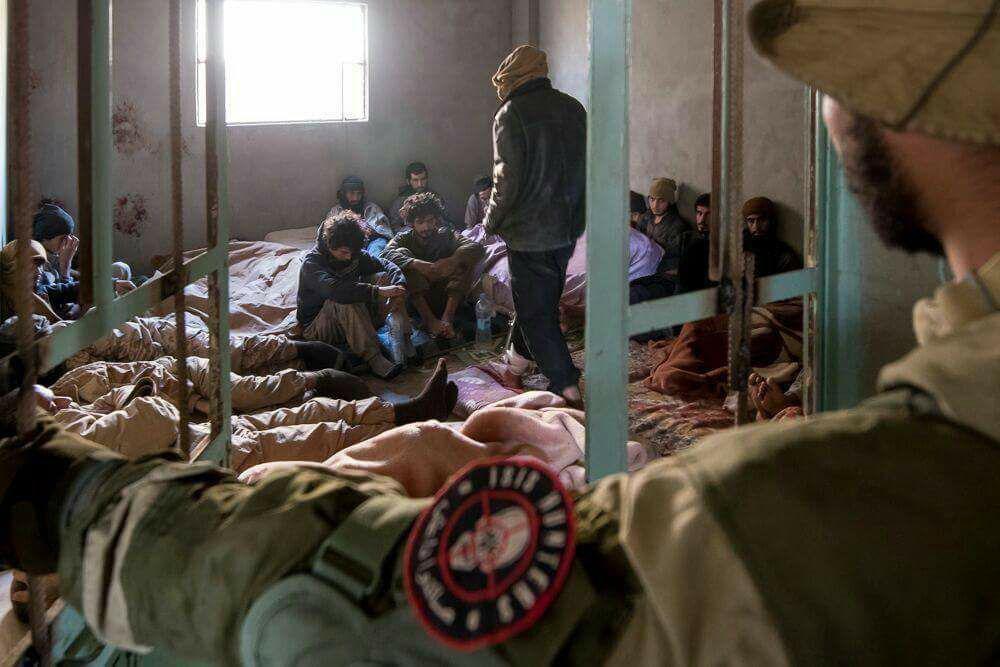 Photo of بالصور – أسر 250 داعشي بدير الزور