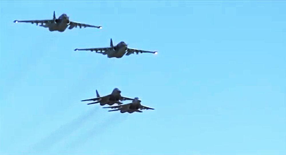 """Photo of بالفيديو – """"نسور سوريا"""" يحولون الإرهابيين ومعداتهم إلى رماد"""