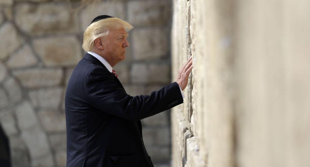 Photo of روبرت فيسك: ترامب ربما يحقق حلم إسرائيل ويصنع كابوس العرب