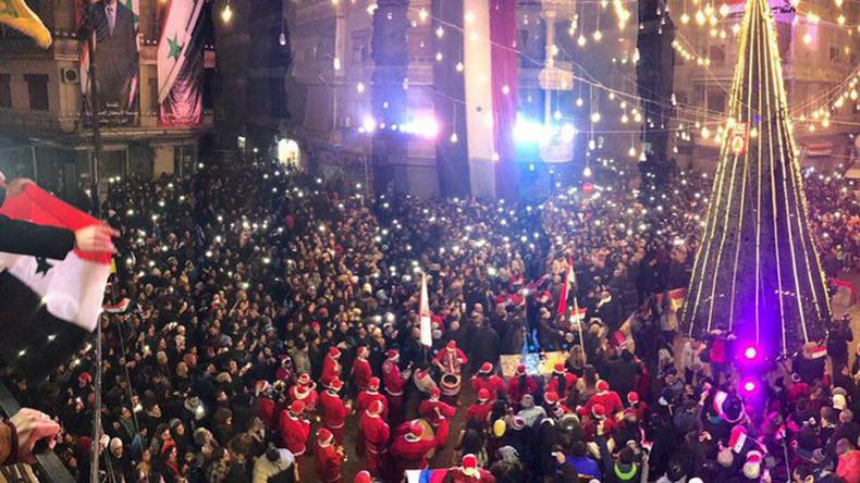 "Photo of إضاءة شجرة ""عيد الميلاد"" بحلب تزامنا مع عيد المولد النبوي"