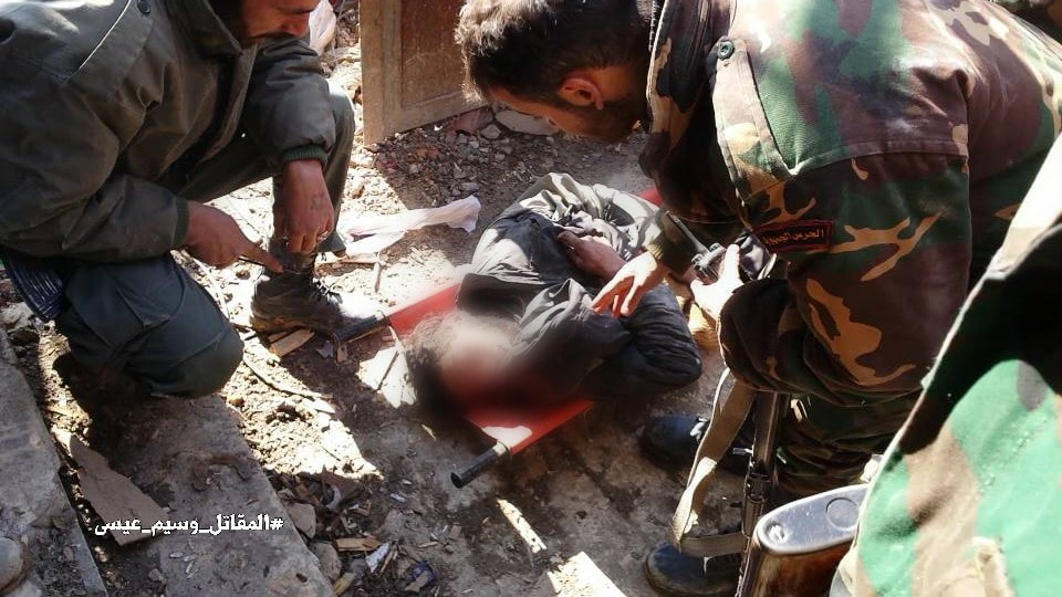 Photo of بالصور- إرهابي بقبضة الجيش بمعركة حرستا