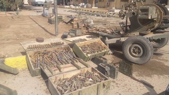 Photo of اسلحة اسرائيلية وألغام بدير الزور