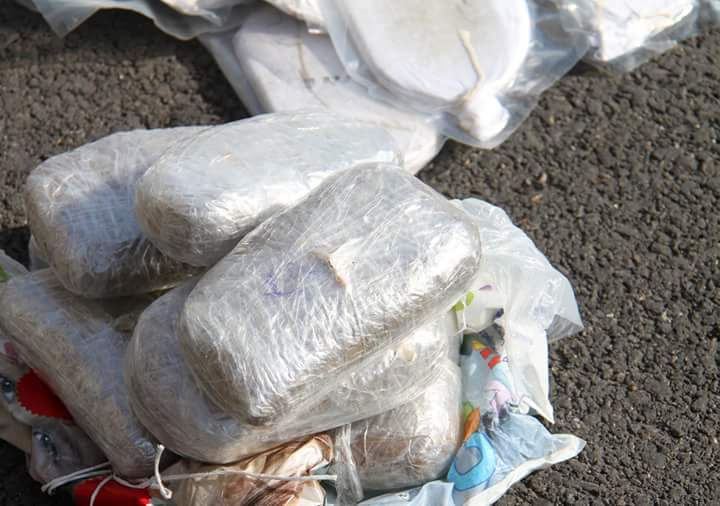 Photo of بالصور- مخدرات وأسلحة مهربة لإرهابيي الغوطة
