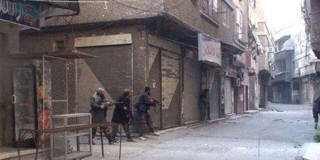 Photo of اقتتال عنيف بين داعش وجبهة النصرة بمخيم اليرموك