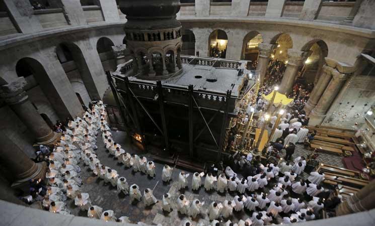 """Photo of """"كنيسة القيامة"""" تعيد فتح أبوابها"""
