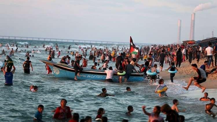 Photo of الأزمة الأنسانية بغزة مستمرة.. والصرف إلى البحر