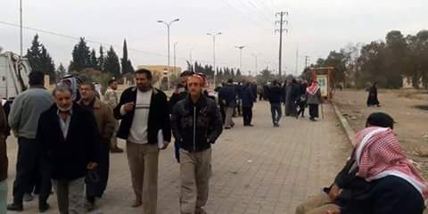 Photo of Scores of displaced families return daily to Deir Ezzor countryside