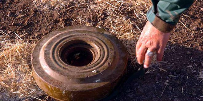 Photo of Army engineering units dismantle explosive device in Daraa countryside