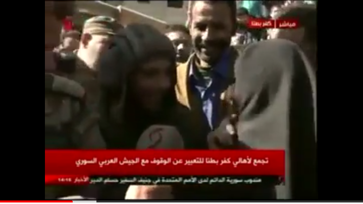 Photo of مشهد مؤثر لجندي من قوات الجيش بعيد الأم