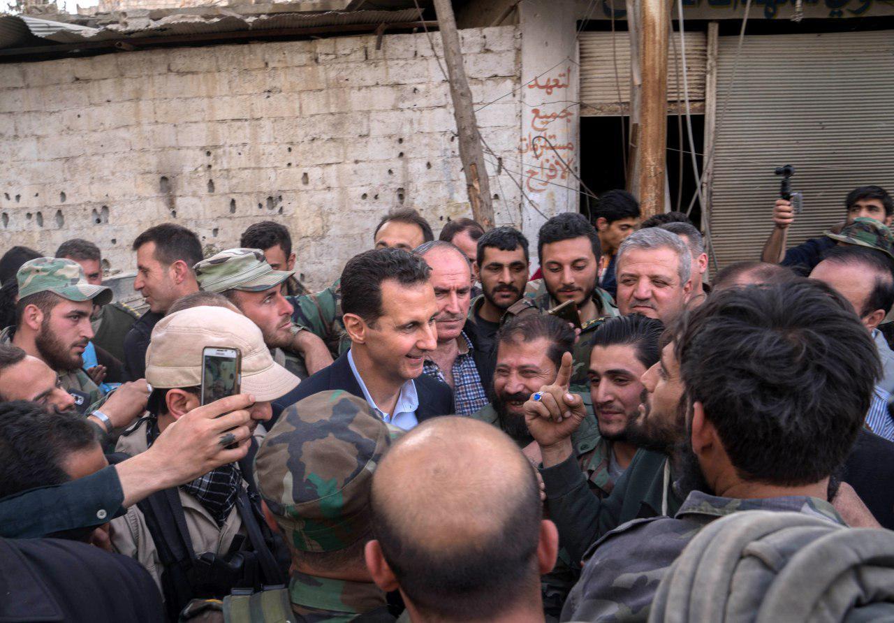 Photo of بالصور- الأسد مع جنود الجيش داخل الغوطة الشرقية