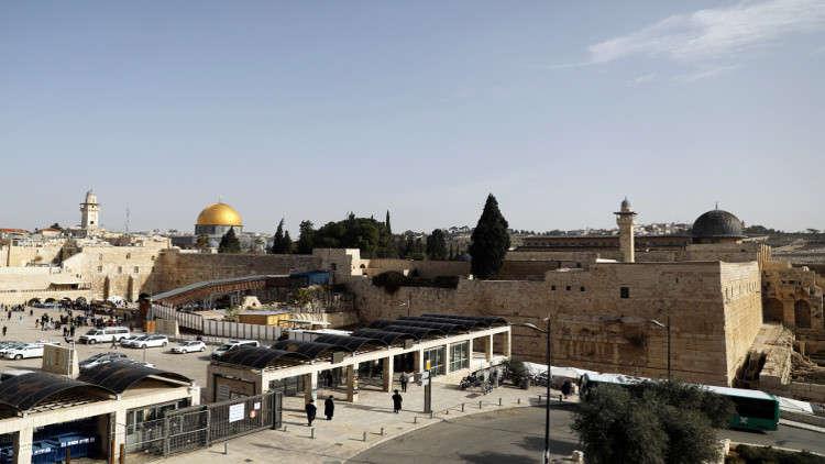 Photo of إسرائيل تستنفر وتغلق الضفة الغربية والقدس 8 أيام
