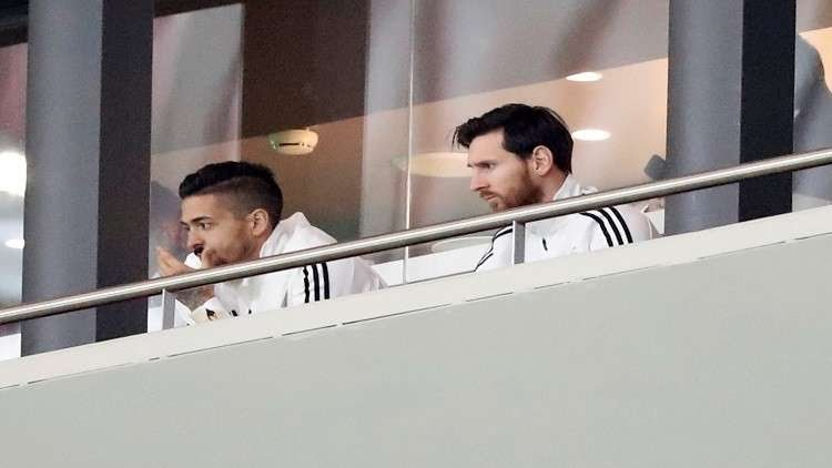 "Photo of ""ميسي"" يغادر الملعب بعد خسارة فريقيه أمام اسبانيا"