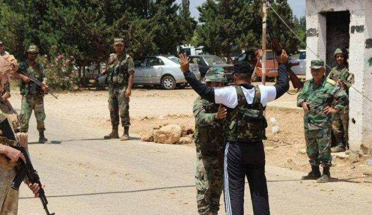 Photo of إرهابيون من حرستا يسلمون أنفسهم للجيش