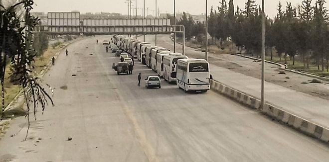 "Photo of خروج الدفعة الأولى من إرهابيي ""حرستا"" (فيديو)"