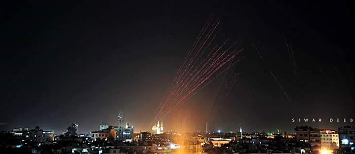Photo of بالصور- دمشق تحتفل بالنصر