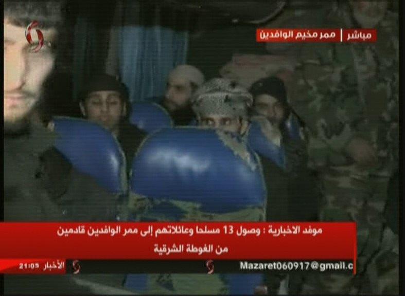 Photo of فيديو لحظة خروج ١٣ إرهابيي من الغوطة الشرقية