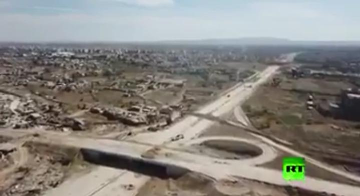 "Photo of مشاهد جوية تٌبين حجم الدمار على أوتوستراد ""دمشق- حمص"""