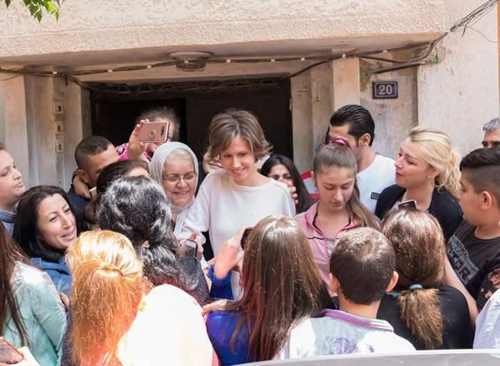 """Photo of """"السيدة أسماء الأسد"""" تزور جرحى الجيش بحمص"""