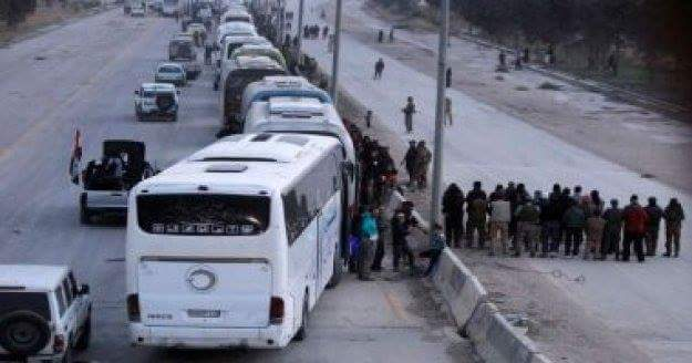 Photo of One hundred and twenty tow buses transporting terrorists leave Hama and Homs to northern Syria