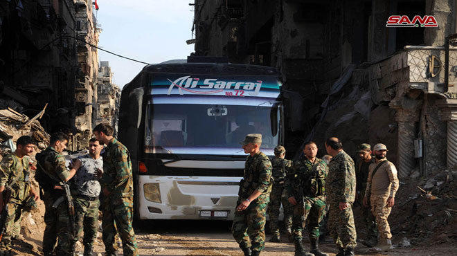 Photo of Buses start to gather to evacuate terrorists from al-Yarmouk Camp to Idleb