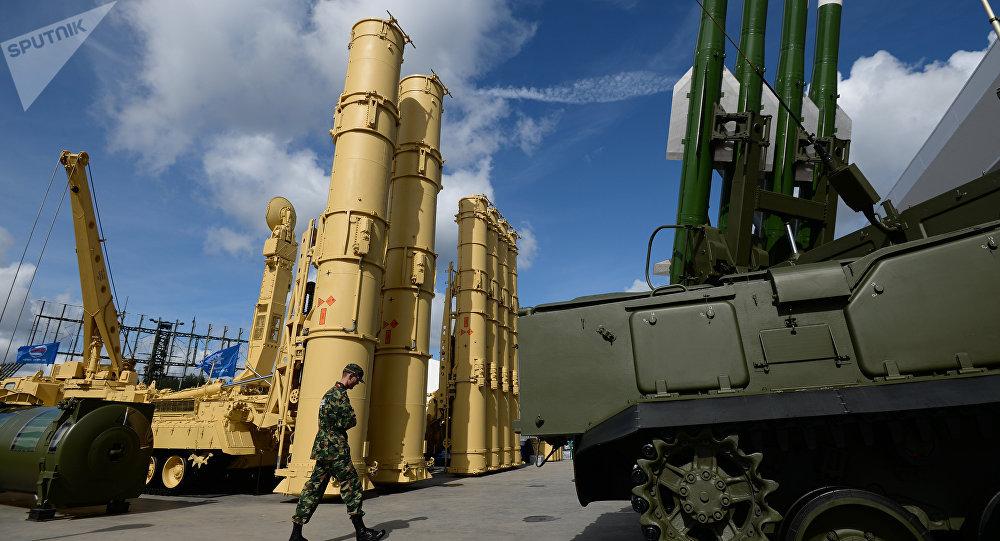 "Photo of إسرائيل تشعر بالقلق حيال احتمال تزويد سوريا بأنظمة ""إس-300"" الروسية"