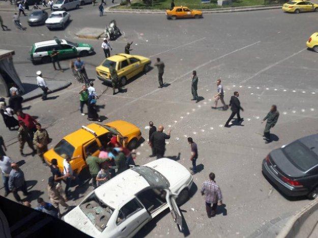 Photo of ارتقاء شهيدين وإصابة 19 آخرين بقذيفة في دمشق