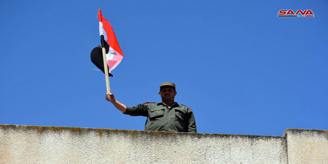 Photo of Syrian national flag raised over newly liberated towns in Hama southern countryside