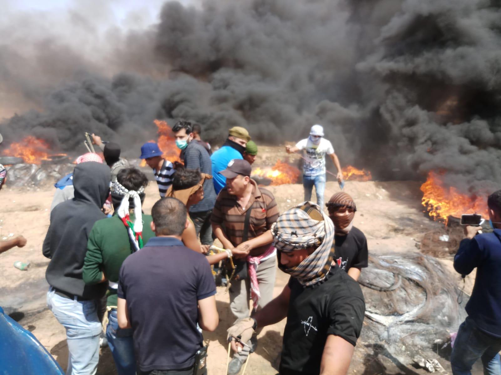 Photo of شهداء وجرحى بمسيرة العودة بقطاع غزة المحتل