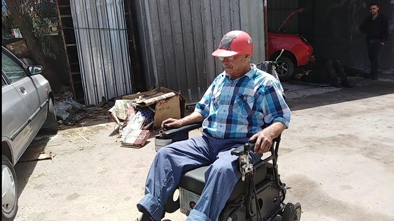 Photo of ابن السويداء أجود شجاع يخترع كرسي للشل الرباعي