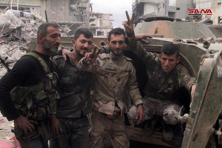 """Photo of الجيش يعزل """"داعش"""" بمساحات ضيقة بالحجر الأسود"""