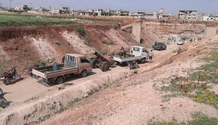 Photo of إرهابيو ريف حمص الشمالي يبدأون تسليم الأسلحة الثقيلة للجيش