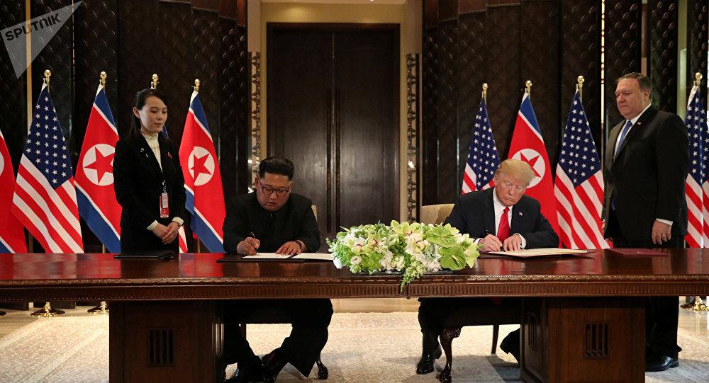 """Photo of """"وثيقة تاريخية"""" بين ترامب و كيم"""