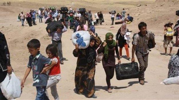 Photo of الحكومة السورية تفتتح معبرين للنازحين من درعا.