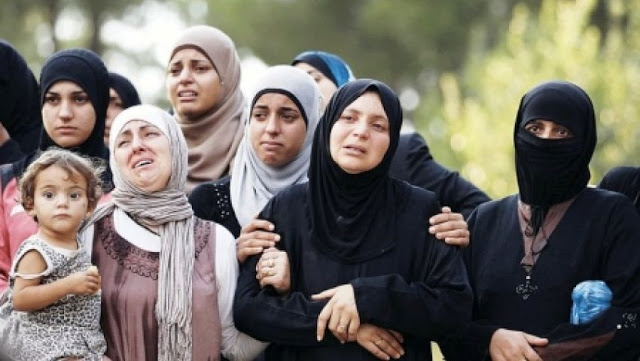Photo of صنداي تايمز: أرامل سوريات أجبرن على تصوير أنفسهن عاريات مقابل مساعدات غذائية