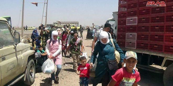 Photo of Dozens of families exit via humanitarian corridors in Daraa