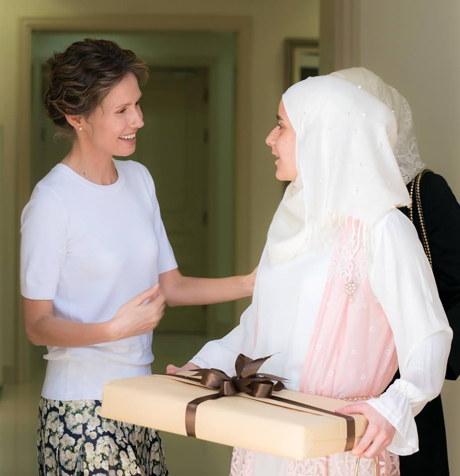 Photo of السيدة أسماء الأسد تستقبل المتفوقين بالشهادة الثانوية