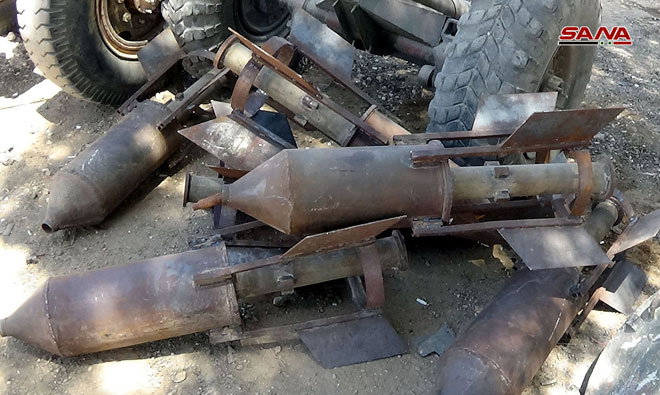 Photo of Israeli-made weapons from terrorists' remnants found in Aqrab town in southern Hama
