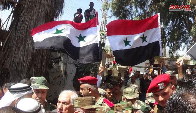 "Photo of رسمياً.. ""طفس"" تٌعلن استسلامها وترفع العلم الوطني"