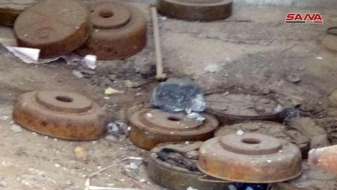 """Photo of العثور على ألغام وذخيرة بمقر لـ """"الخوذ البيضاء"""" في سحم الجولان"""