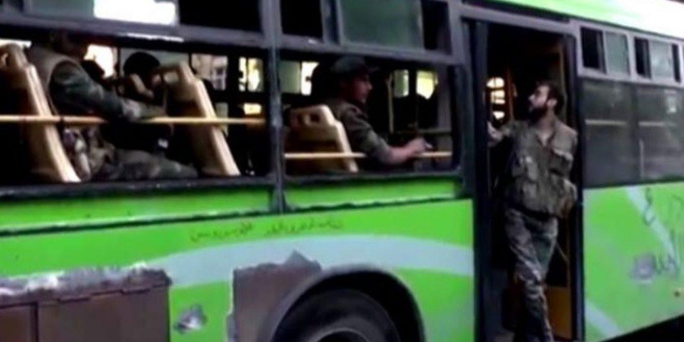 Photo of الحافلات الخضراء تصل إلى الجنوب.. ومسلحو درعا البلد يحزمون حقائبهم