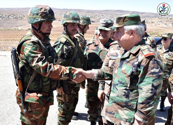 Photo of العماد أيوب يزور قواتنا العاملة بالمنطقة الجنوبية